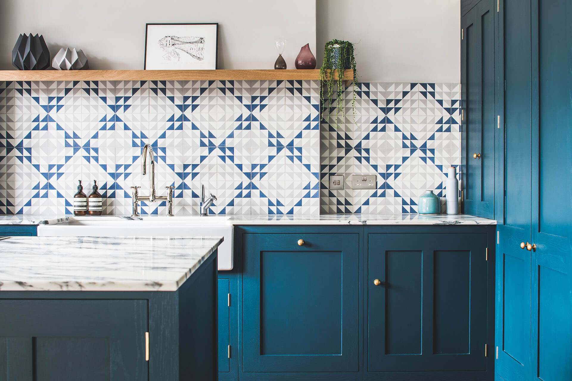 Dark blue geometric kitchen with honed Arabascato marble and Bert & May geometric tiles