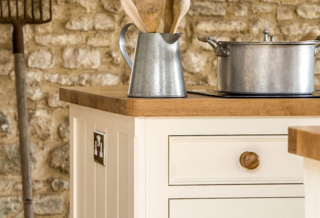 BEADING ON TRADITIONAL KITCHEN CABINETS