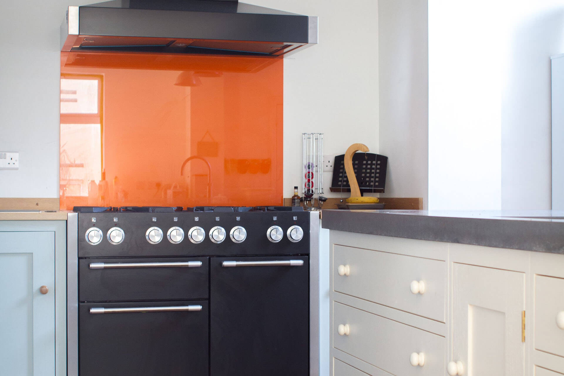 HOW TO INCORPORATE COLOUR IN A KITCHEN DESIGN `