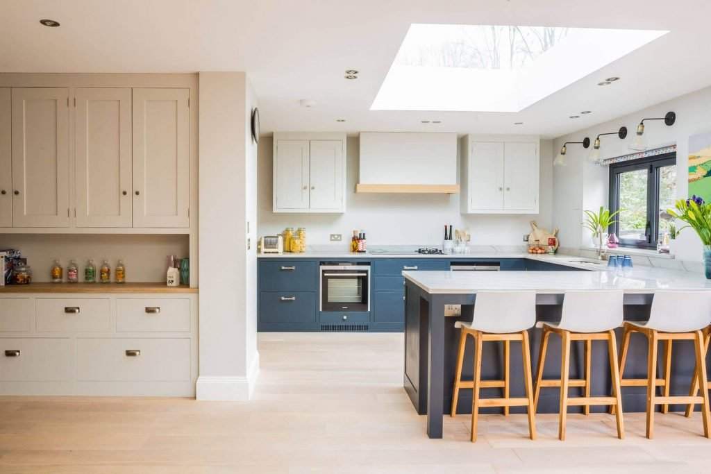 LIGHT AND AIRY SHAKER KITCHEN IN LONDON