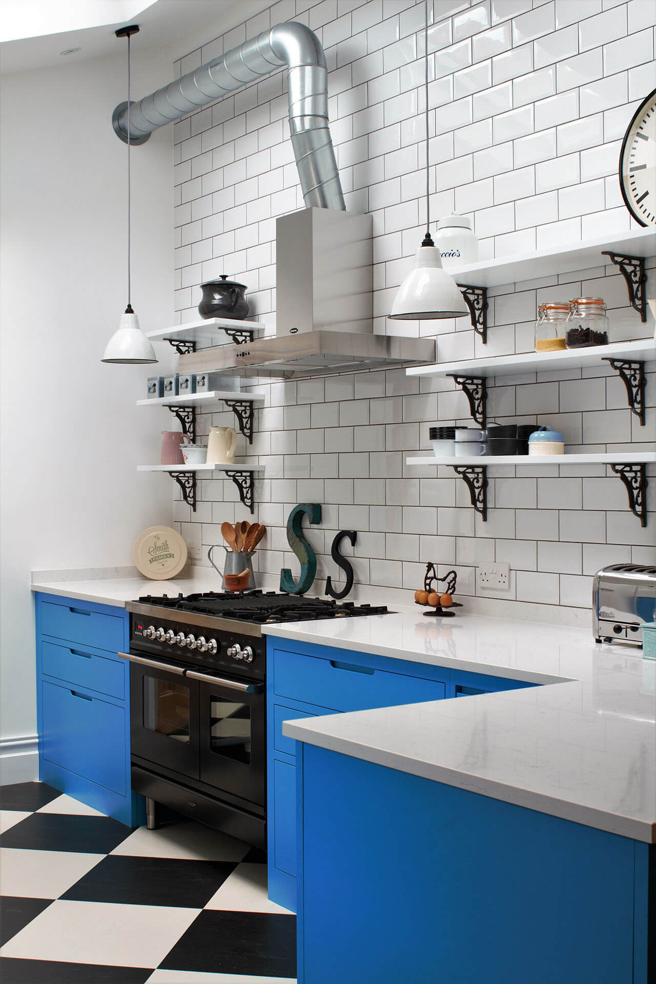 AMERICAN DINER-STYLE INDUSTRIAL KITCHEN
