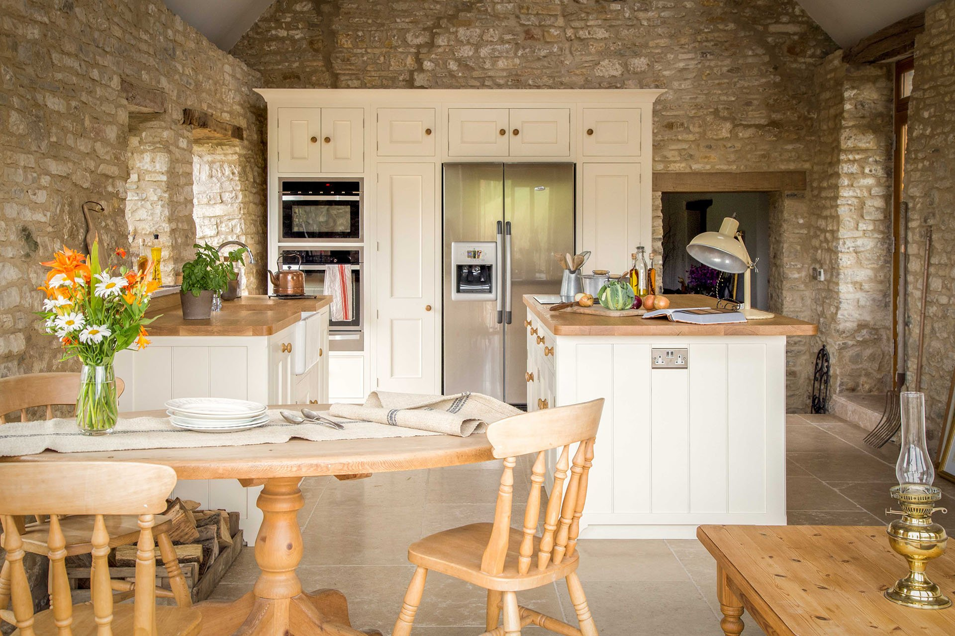 Traditional Country Kitchen with American fridge freezer and moulded door panels