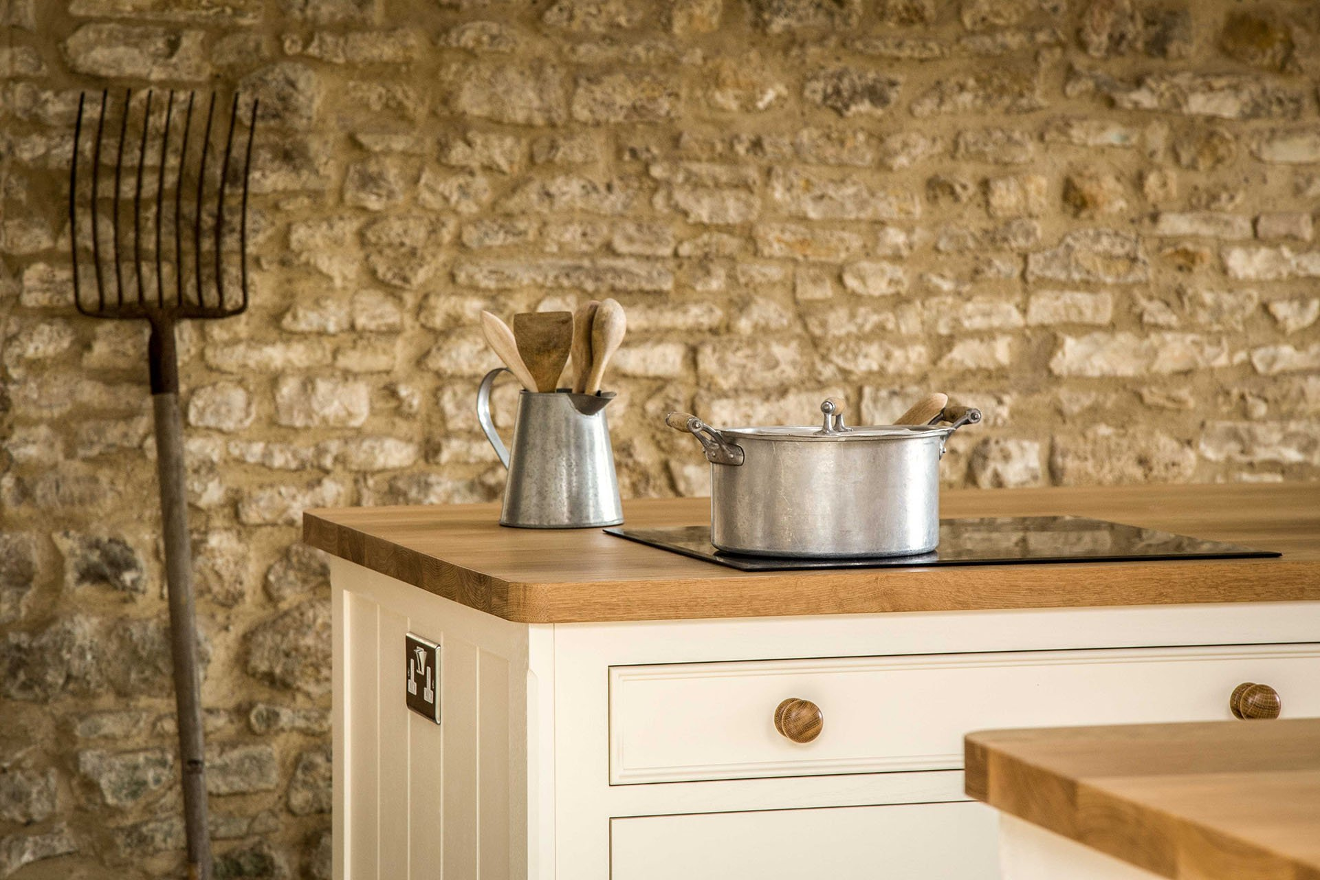 Traditional Country Kitchen with induction hob and large traditional island