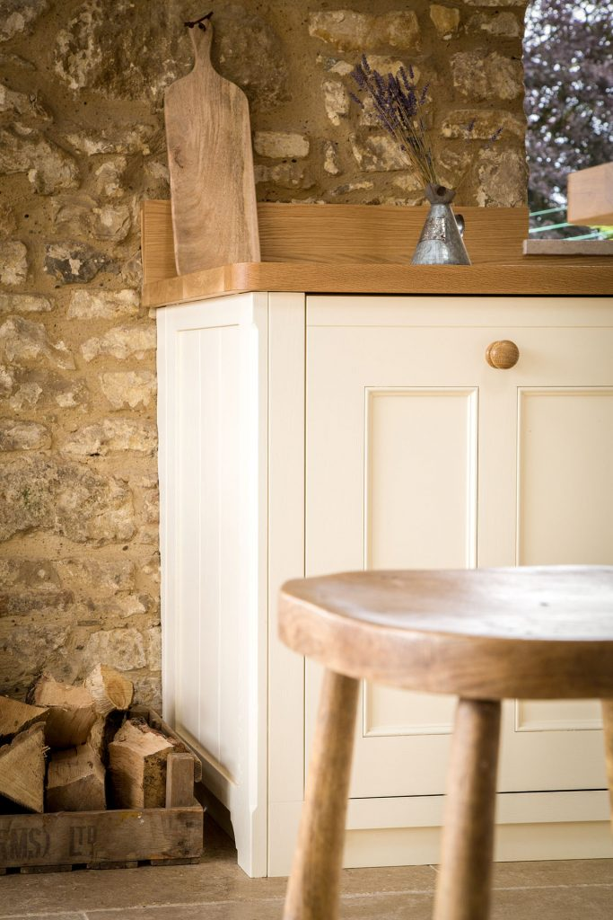 Traditional Country Kitchen with integrated dishwasher and Oak stools