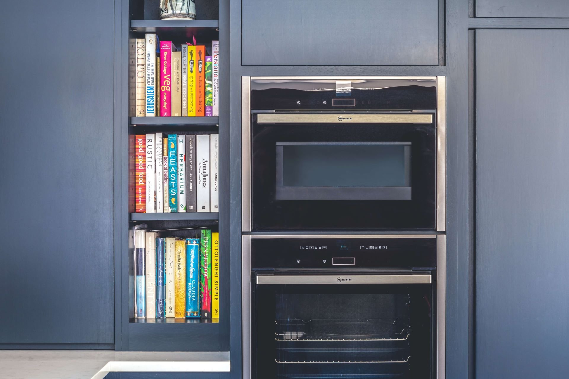 L shape contemporary kitchen with neff oven, liebherr fridge and half larder
