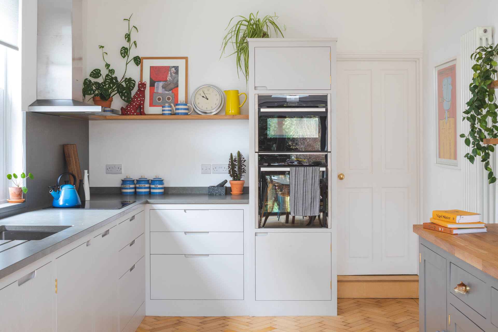 Bristol Terrace Kitchen - Handleless gey kitchen with parquet flooring