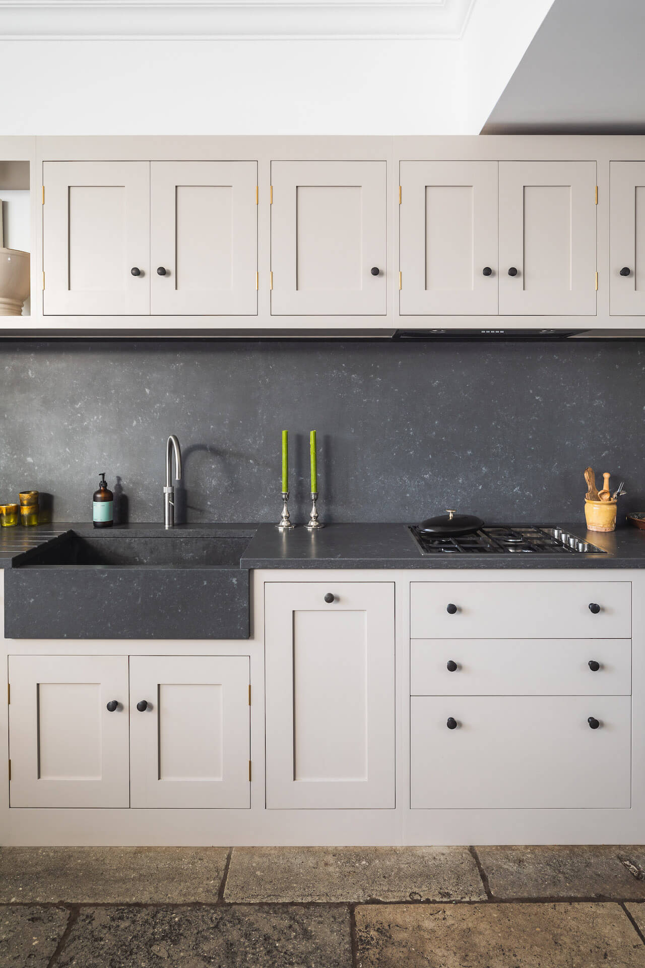 Grand Shaker Kitchen London - Elephants Breath by Farrow and Ball with Concretto Scuro worktops and sink